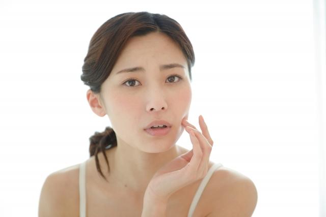 表情筋を使わないでいると肌のハリが失われる原因になります