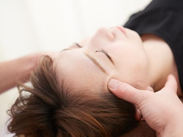 筋肉の収縮を促す施術で症状を改善します