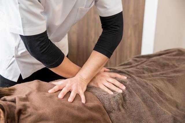 優しく揺らす施術で身体全体の歪みを整えて症状を改善します