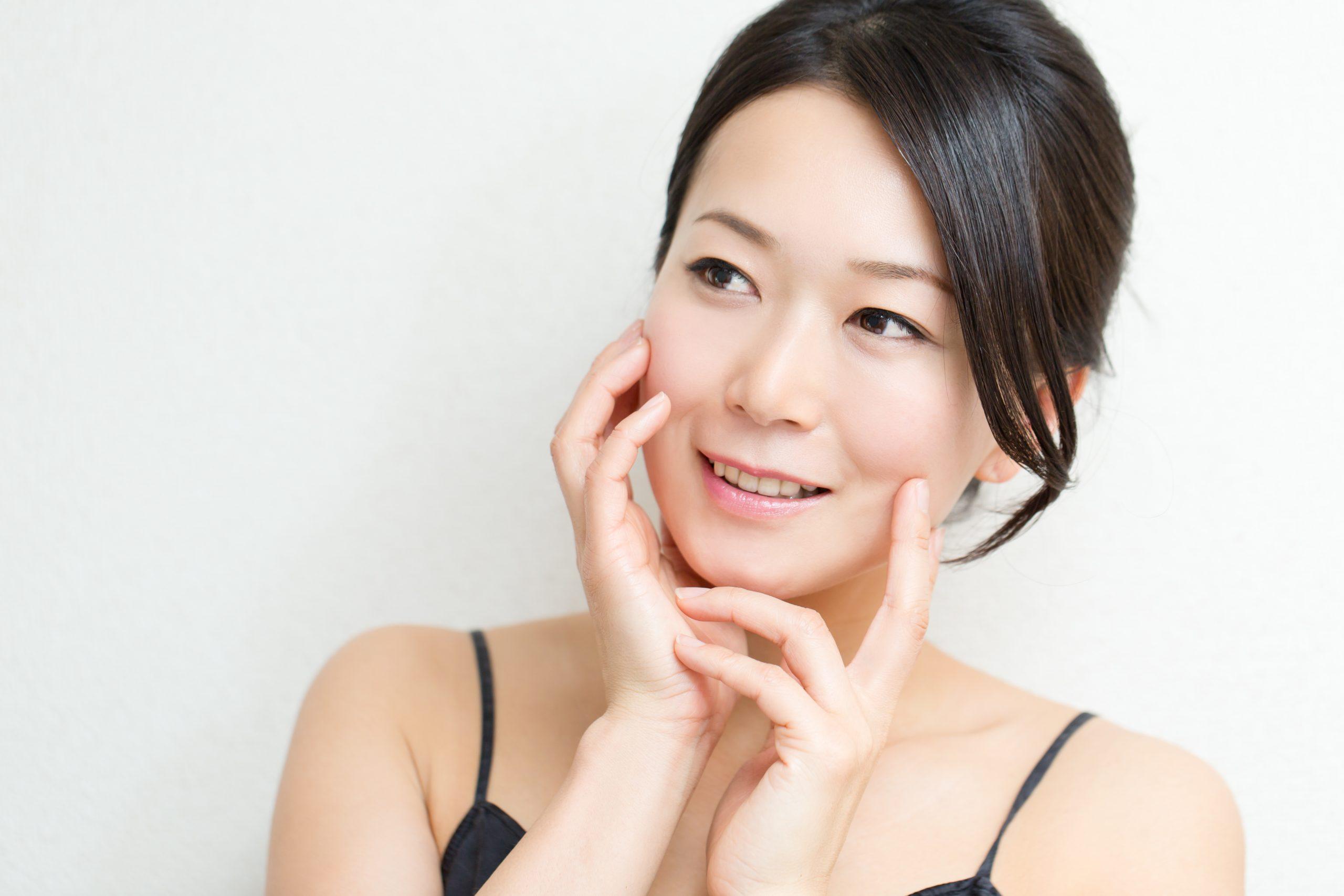 むくみやたるみを改善できる小顔矯正を体験してください