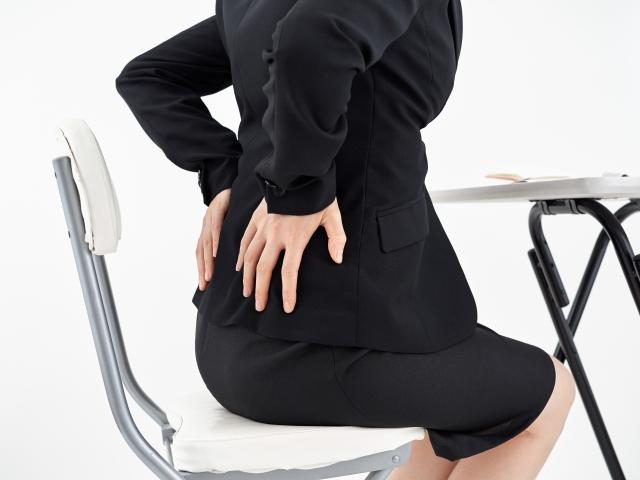 骨盤の歪みから来る辛い症状に悩む女性