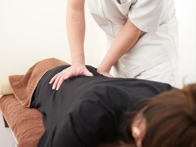 優しく揺らして身体の歪みを整える施術で根本原因から改善します